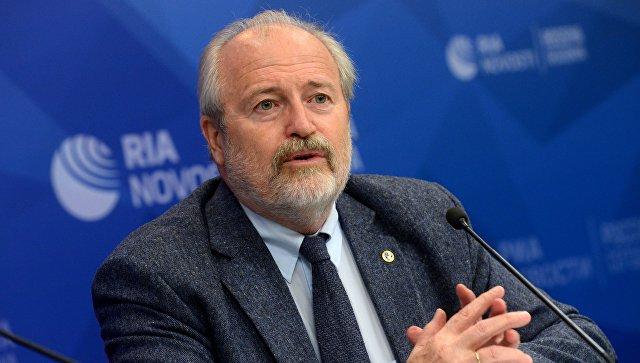 Режиссер Владимир Хотиненко во время пресс-конференции в преддверии премьеры фильма Демон революции. 30 октября 2017