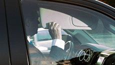 Экс-глава предвыборного штаба Дональда Трампа Пол Манафорт покидает свой дом в Александрии