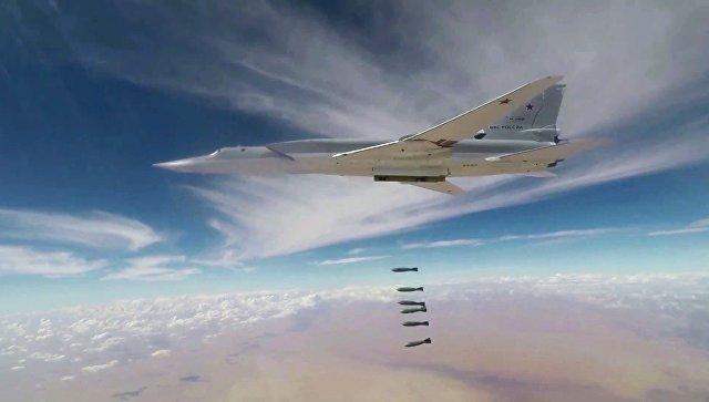 Бомбардировщики Ту-22М3 ВКС РФ нанесли авиаудар по объектам террористов в районе Абу-Кемаль в провинции Дейр-эз-Зор