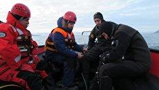 Поисково-спасательные работы у архипелага Шпицберген, где потерпел крушение российский Ми-8. Архивное фото