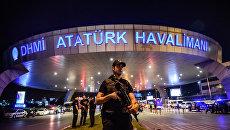 На месте теракта в аэропорту Стамбула. Архивное фото
