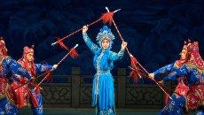 Фрагмент спектакля Легенда о Белой Змее Большого театра Пекинской оперы. Архивное фото