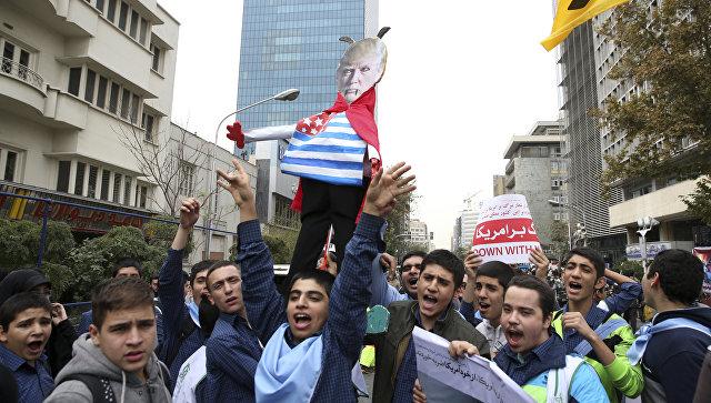 Протест против политики президента США Дональда Трампа в Тегеране, Иран. Ноябрь 2017