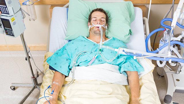 Пациент в палате интенсивной терапии