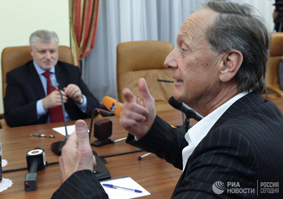 Председатель Совета Федерации РФ Сергей Миронов и сатирик Михаил Задорнов (слева направо) на встрече в Совете Федерации