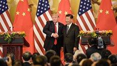Президент США Дональд Трамп и председатель Китая Си Цзиньпин в Большом зале народа в Пекине. 9 ноября 2017 года