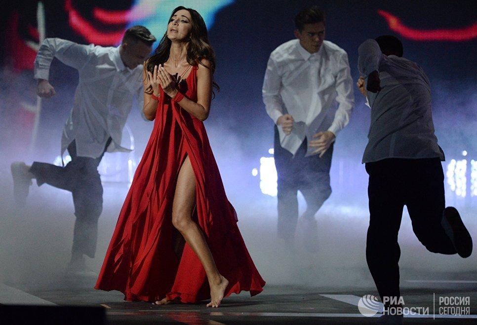 Певица Зара на XXII церемонии вручения музыкальной премии Золотой Граммофон в Государственном Кремлёвском Дворце