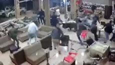 Люди выбегали из зданий во время землетрясения в Иране