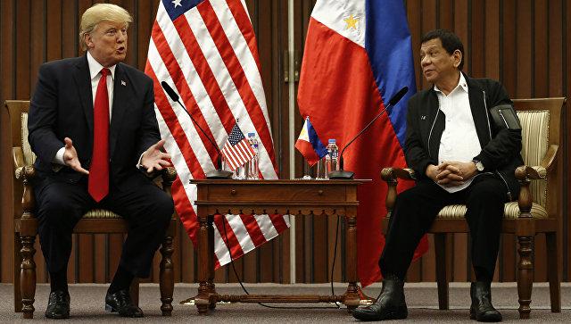 Дональд Трамп во время встречи с Родриго Дутерте. 13 ноября 2017