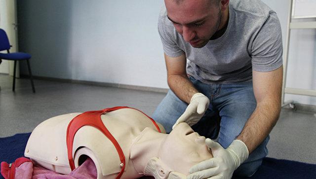На курсах по оказанию первой медицинской помощи. Архивное фото