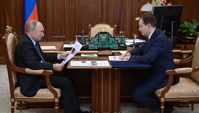 Владимир Путин и министр культуры РФ Владимир Мединский во время встречи. 13 ноября 2017