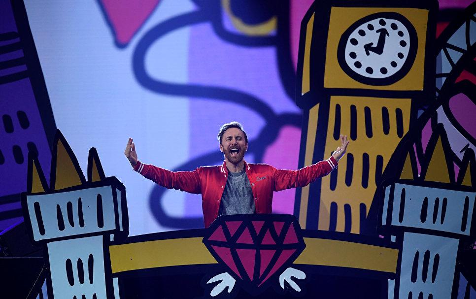 Французский ди-джей Дэвид Гетта во время выступление на MTV Europe Music Awards