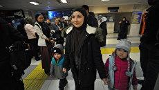 Руфина Лапшина с детьми в аэропорту Грозного. 13 ноября 2017