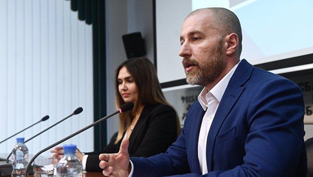 Лидер общественного движения Возрождение Александр Чухлебов на пресс-конференции в Москве. 15 ноября 2017