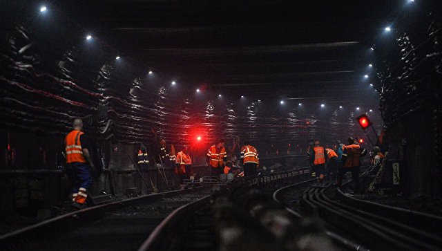 Рабочие во время ремонтных работ