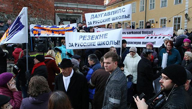 Участники шествия защитников русских школ в Риге. 16 ноября 2017