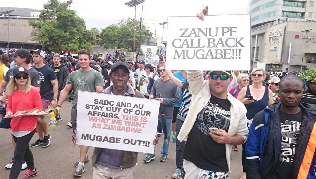 В Зимбабве запустили процесс импичмента Мугабе, сообщили СМИ