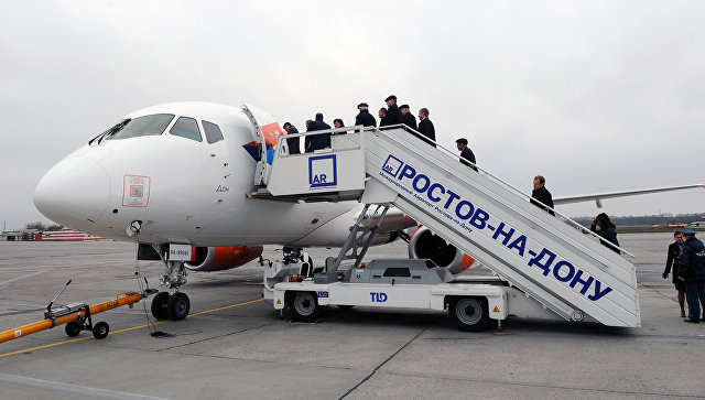 Посадка пассажиров на самолет в новом аэропорту Платов в Ростове-на-Дону. 18 ноября 2017