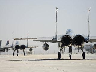 Истребители США  F-15 на взлетной полосе. Архивное фото