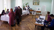 Жители Кишинева во время голосования на референдуме по отставке Дорина Киртоакэ с поста мэра Кишинева. 19 ноября 2017