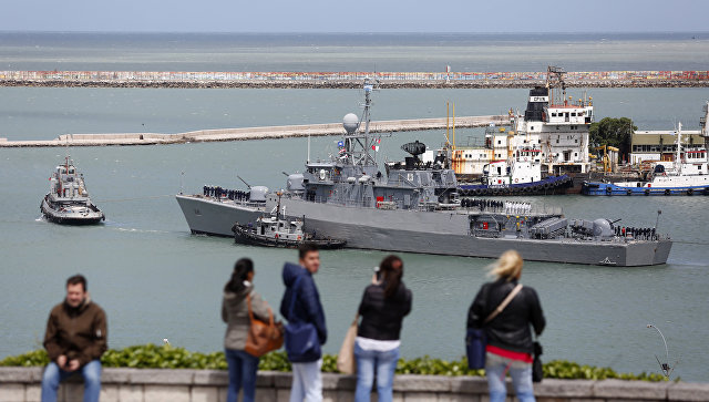 Аргентинский корабль Comandante Espora  отправляется с военно-морской базы в Мар-дель-Плата на поиск субмарины Сан-Хуан. 18 ноября 2017