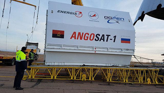 Космический аппарат Ангосат во время доставки на космодром Байконур. Архивное фото