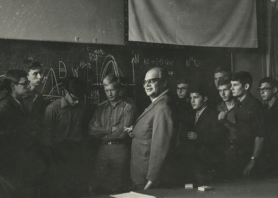 Лауреат Нобелевской премии по физике Николай Геннадиевич Басов, 1960-е годы.