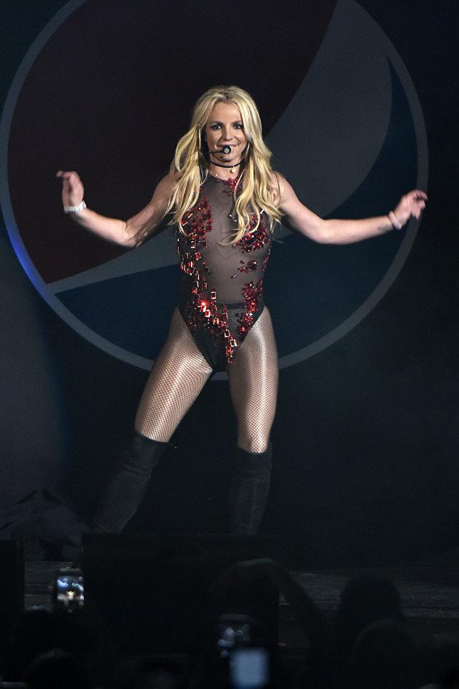 Американская певица Бритни Спирс выступает на B96 Pepsi Jingle Bash