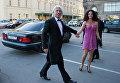 Певец Дмитрий Хворостовский с супругой направляются на празднование юбилея журнала Elle Россия