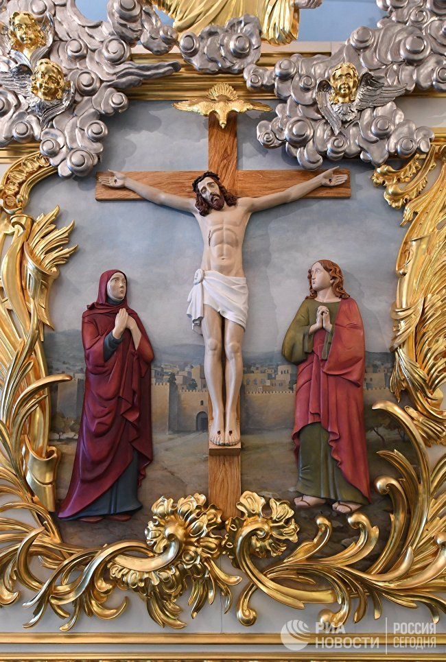 Убранство главного алтаря Воскресенского собора на территории Ново-Иерусалимского мужского монастыря