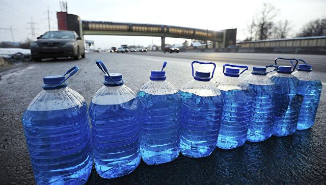 Профессионалы Роспотребнадзора арестовали 475 тыс. литров стеклоомывателя