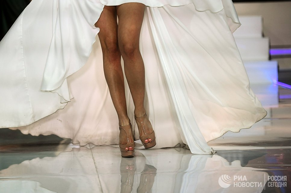 Участница в финале конкурса Мисс Москва-2017 на сцене театрально-концертного зала Мир в Москве