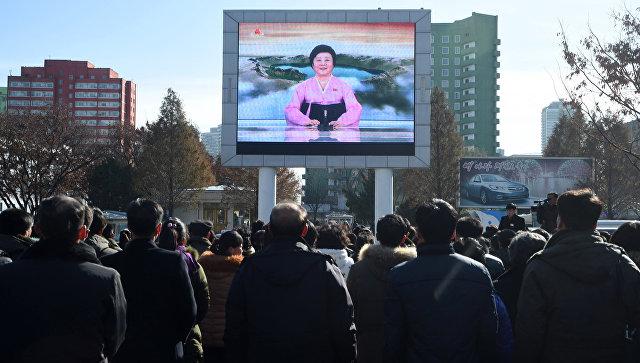 Сообщение о пуске баллистической ракеты Хвансон-15 в Пхеньяне. Архивное фото