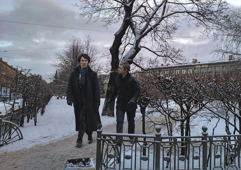 Шерлок и Ватсон прогуливаются в Петербурге
