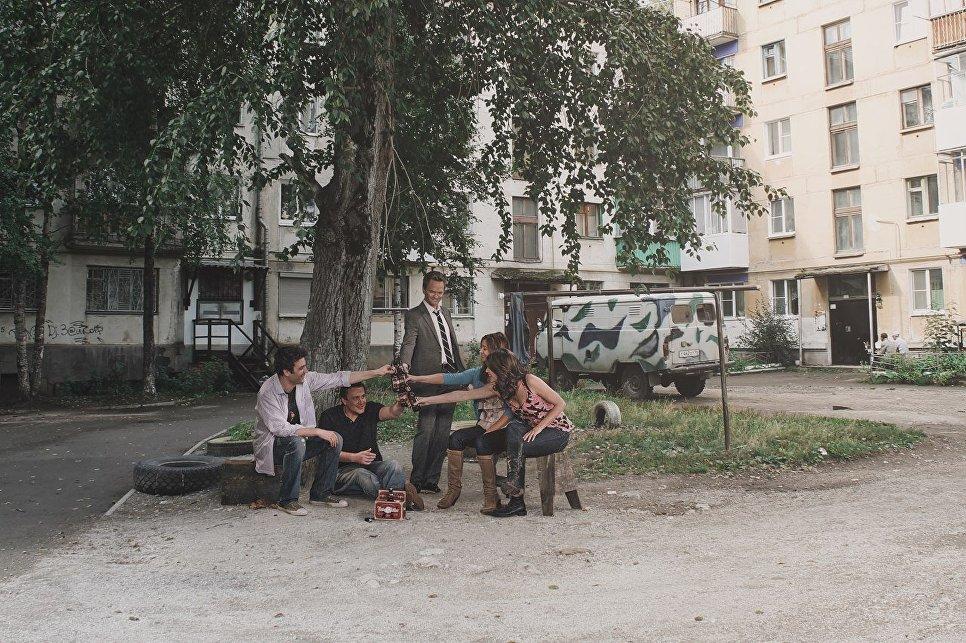 Герои сериала Как я встретил вашу маму в российском дворе
