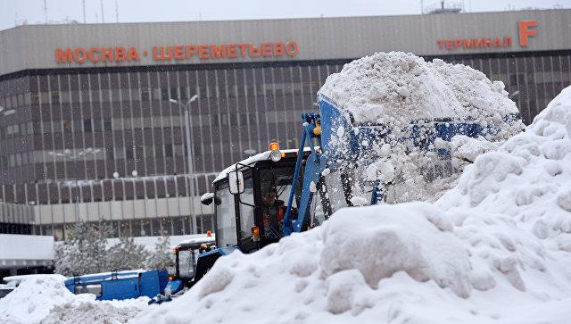 Снег в Москве убирают более девяти тысяч единиц техники
