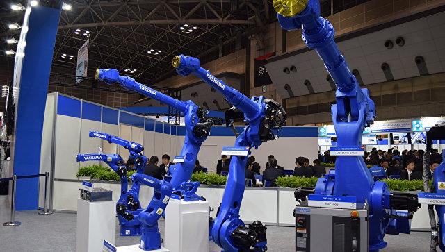 Промышленные роботы на международной выставке роботов. Архивное фото