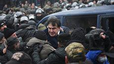 Михаил Саакашвили во время столкновений его сторонников с полицией в Киеве. 5 декабря 2017