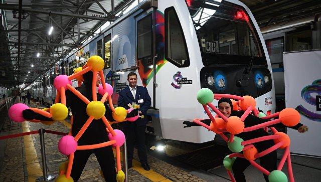 Новый тематический поезд метро Наука будущего в электродепо Красная Пресня в Москве