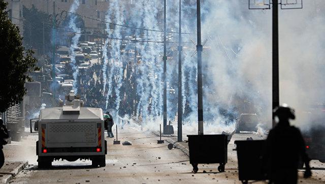 Израильские силовики применили газ против протестующих палестинцев