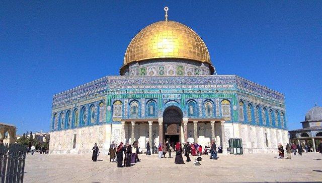 Купол Скалы рядом с мечетью аль-Акса