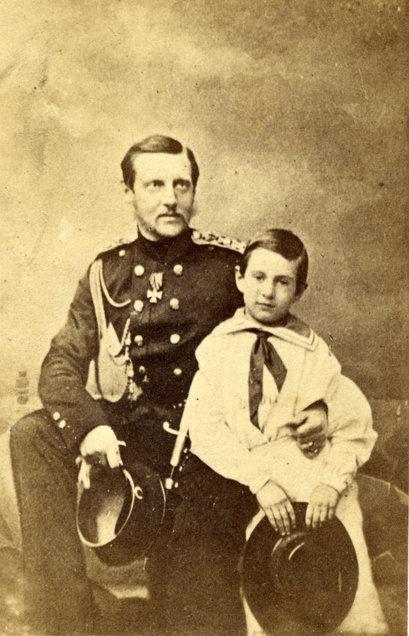 Великий князь Константин Николаевич с сыном Николаем. Конец 1850-х — начало 1860-х гг.