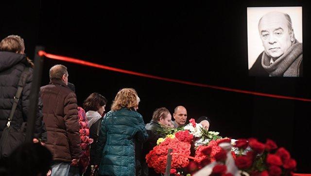 Церемония прощания с народным артистом СССР Леонидом Броневым в театре Ленком в Москве. 11 декабря 2017