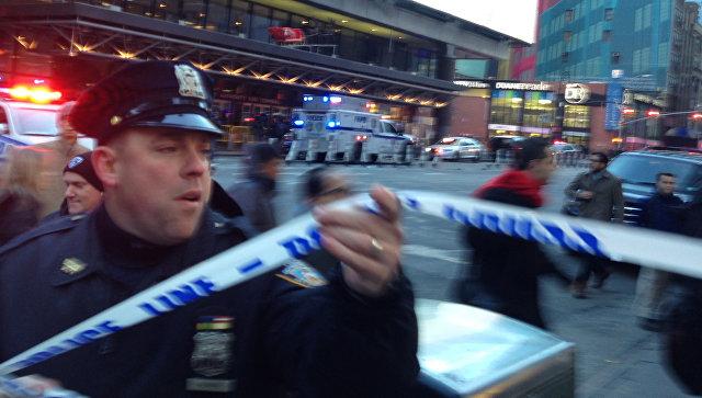 Полицейский на месте взрыва в Нью-Йорке. 11 декабря 2017