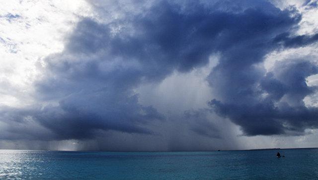 Грозовые облака над Индийским океаном. Архивное фото