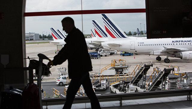 Бездомный вынес 300 000 евро изпарижского аэропорта