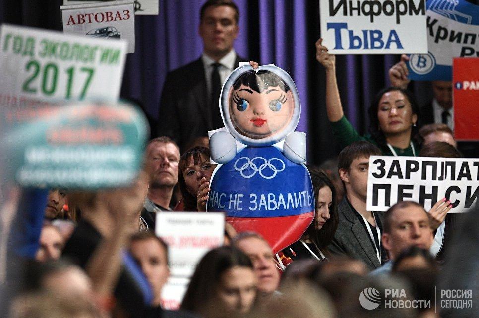 Журналисты на ежегодной большой пресс-конференции президента РФ Владимира Путина