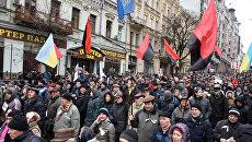 Участники митинга сторонников Михаила Саакашвили в центре Киева за принятие закона об импичменте украинского президента Петра Порошенко. 17 декабря 2017