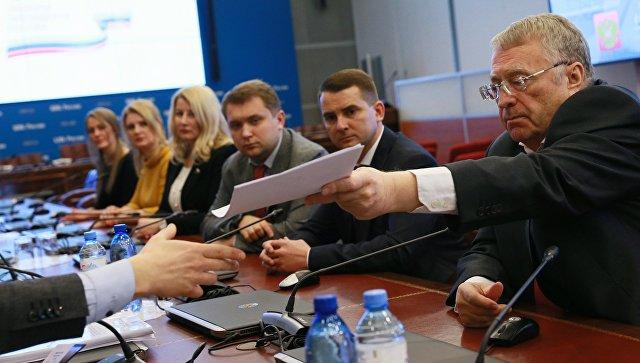 Жириновский первым из претендентов  впрезиденты подал документы вЦИК