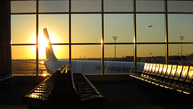 Самолет в Международном аэропорту имени Джона Кеннеди